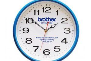 in logo lên đồng hồ treo tường 5