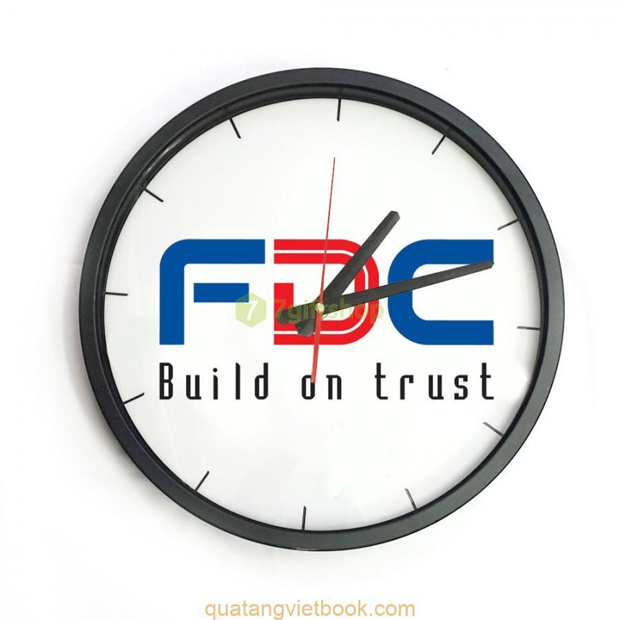 in logo lên đồng hồ treo tường 1