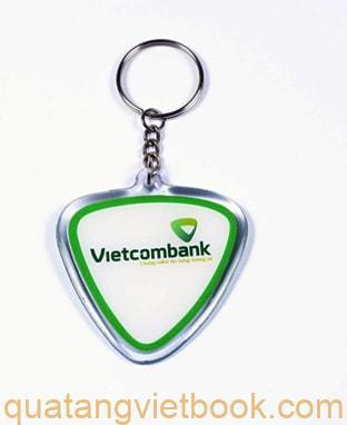 in logo lên sản phẩm quà tặng - móc khóa