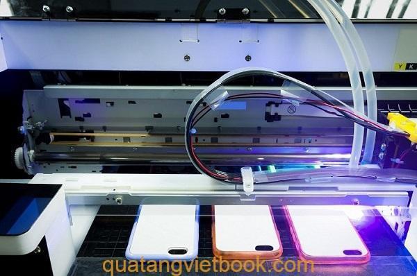 cong nghe phu uv In UV trên mica với Quà tặng Vietbook TPHCM