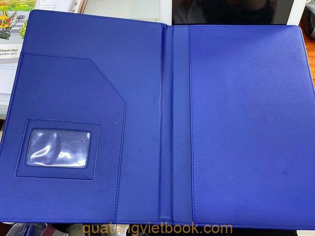 Mặt bên trong dùng để đựng giấy tờ của bìa simili CC-002